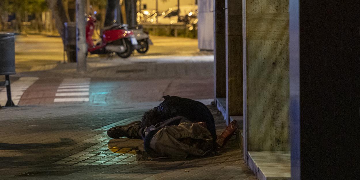 El toque de queda vuelve a evidenciar la vulnerabilidad de las personas sin hogar