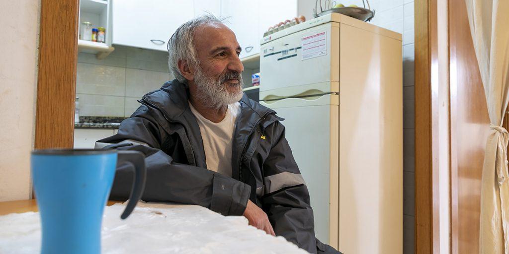 El Youssef ha viscut anys al carrer i ara viu en un pis