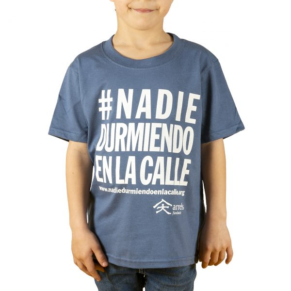 samarreta camiseta infantil blava azul #nadiedurmiendoenlacalle arrels fundació