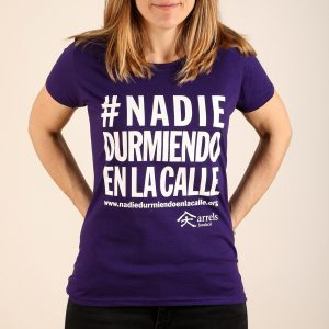 Fitted t-shirt #nadiedurmiendoenlacalle