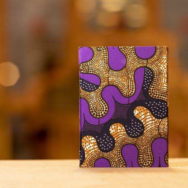Libreta con formas lilas y ocres